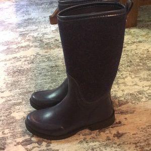 Ugg's rain boots blue size 9